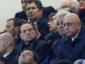 Berlusconi in tribuna con Adriano Galliani (foto Lapresse)