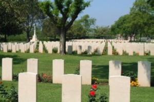Sesso al cimitero, arrivano i carabinieri: denunciati per atti osceni