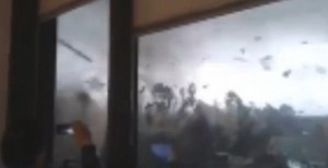 Tromba d'aria in provincia di Modena: il video ripreso dall'ufficio