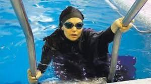 Venezia, niente maschi in piscina: così anche le donne musulmane possono nuotare