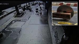 New York, motosega accesa ferisce la gamba di una passante