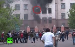 Odessa (Ucraina), video choc: persone si gettano nel vuoto da palazzo in fiamme