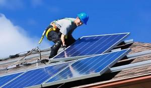 Renzi stanga i mutui sui pannelli solari per tagliare la bolletta alle imprese