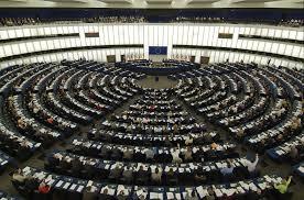 Europee: Pirati in Parlamento, crocifissi coperti e selfie, le curiosità