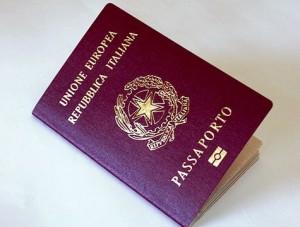 Guarda la versione ingrandita di Passaporto, nuove tasse: 73,50 al rilascio, bollo annuo di 40,29 euro per tutti