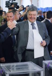 Elezioni. Ucraina sceglie il cioccolataio Poroshenko (55%) e l'Europa