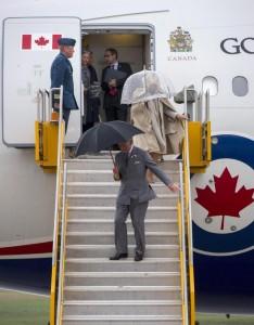Il Principe Carlo durante la visita ufficiale in Canada (Foto LaPresse)