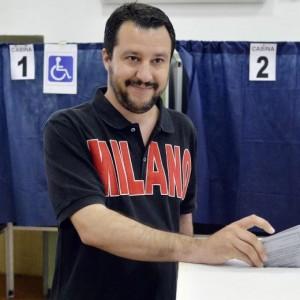 """Matteo Salvini: """"Fi-Ncd lascino Ppe e la Merkel e si alleino con la Lega"""""""