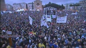 """""""Votare Grillo è abbaiare alla luna"""": Matteo Renzi. Grillo gli scippa la piazza"""