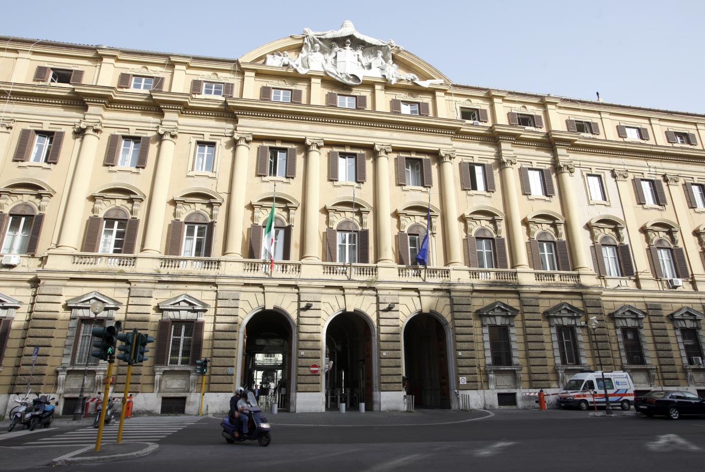 Chi fa la spia al ministero dell 39 economia fuga di notizie for Chi fa le leggi in italia