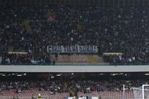 """Napoli, cori Curva A: """"Romani b... non finisce qui"""". Rischio infiltrati per Roma-Juve"""