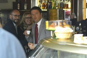 Matteo Renzi: pausa caffè al bar di piazza Montecitorio