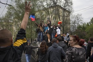 Ucraina, scontri a Mariupol: morti e feriti. Comandante polizia catturato