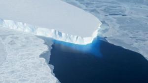 Antartide si scioglie: bacino di Wais si svuota, livello oceani sale di 4 metri