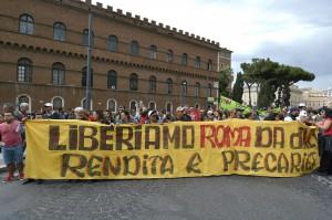Roma, ancora cortei: movimenti antagonisti a Montecitorio, centro blindato