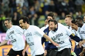 La festa del Parma dopo la vittoria contro il Livorno (foto Lapresse)