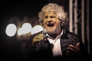 """M5s, Beppe Grillo: """"Noi cattivissimi, ma non violenti"""""""