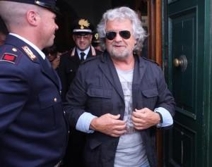"""Europa arrenditi, arriva Grillo """"apri biscotti"""". E Le Pen/Salvini i celto-galli"""