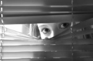 Stalker perseguita il capoufficio dormendo sullo zerbino di casa