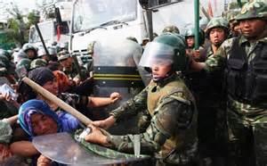 Scontri tra polizia e terroristi nello Xinjiang