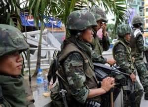 Soldati nelle strade di Bangkok