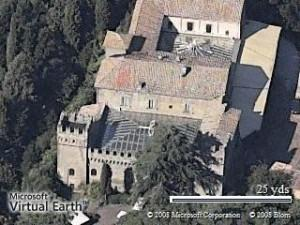 Castello Tor Crescenza, guerra fra conte e principessa. La prima vittima è custode