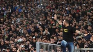 """Ultrà Napoli, inchiesta della Stampa: """"Onore e favori dalla camorra"""" nella foto Ansa Genny 'a carogna"""