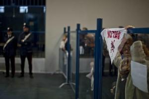 Protesta degli imputati NoTav al maxiproceso (foto Lapresse)