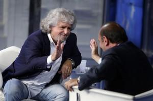 La stretta di mano tra Grillo e Vespa