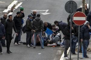 I soccorsi subito dopo la sparatoria prima della finale di Coppa Italia (foto Ansa)