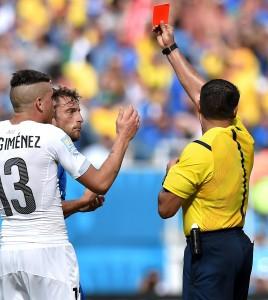 Italia-Uruguay 0-1. A casa. Prandelli con Chiellini centravanti se la prende con l'arbitro