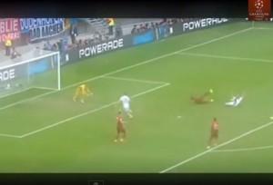 Cristiano Ronaldo insegue per tutto il campo l'arbitro dopo rigore negato al Portogallo VIDEO