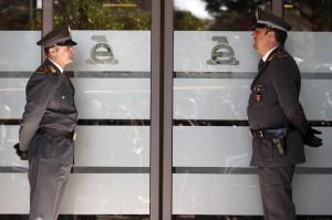 Guarda la versione ingrandita di Reggio Emilia: accertamenti fiscali pilotati, arresti all'Agenzia delle Entrate