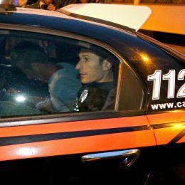 """Yara Gambirasio, Massimo Bossetti va in carcere. Gente urla: """"Muori bastardo"""""""