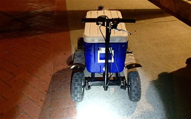 Australia, guidava ubriaco una borsa termica con motore: arrestato
