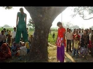 Guarda la versione ingrandita di India. Orrenda catena di orrori, altre donne stuprate ed impiccate ad alberi