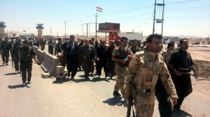 Iraq, centinaia di soldati decapitati da jihadisti. Kerry vola a Bagdad