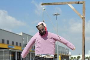 Fiat, manichino di Marchionne impiccato: licenziati quattro operai