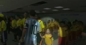 Leo Messi e il caso della stretta di mano negata al bambino (video)