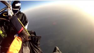 Remo Läng si lancia da una mongolfiera a 8mila metri senza ossigeno