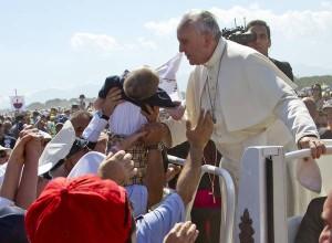 Papa Francesco scomunica i mafiosi durante la messa nella Piana di Sibari