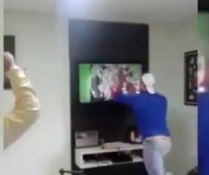 Brasile-Cile: Julio Cesar para il rigore, tifoso spacca la tv (VIDEO)