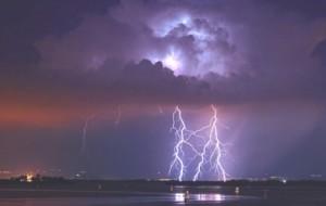 Meteo, caldo fino al 13 giugno poi arriva Summer Storm: temporali e grandine