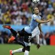 Uruguay-Inghilterra 2-1, le FOTO: i gol di Suarez e Rooney, lo stadio, i tifosi