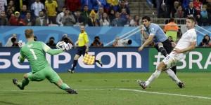 Uruguay-Inghilterra 2-1: gli HIGHLIGHTS, la cronaca, il tabellino e le pagelle VIDEO