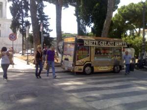 Camion bar a Roma, licenza che vale oro per un mestiere senza controlli fiscali
