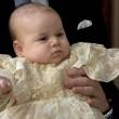 Principe George compie un anno: le nuove foto con mamma Kate e papà William06