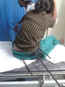 La foto della 17enne in ospedale