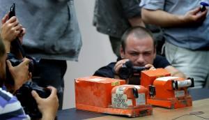 Aereo Malaysia Airlines abbattuto: ribelli filorussi consegnano scatole nere