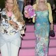 Ilona Staller Cicciolina per una notte coroncina di fiori in testa e orsacchiotto rosa 01